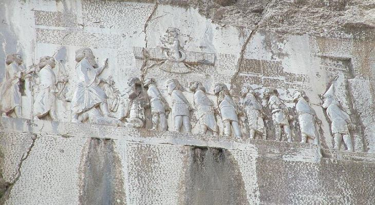 Behistun Inscription, Mount Behistun, Kermanshah Province, Iran; Foto: Wikipedia