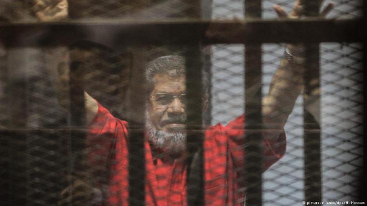 Inhaftierter ägyptischer Ex-Präsident Mohamed Mursi; Foto: picture-alliance/dpa/M. Hossam