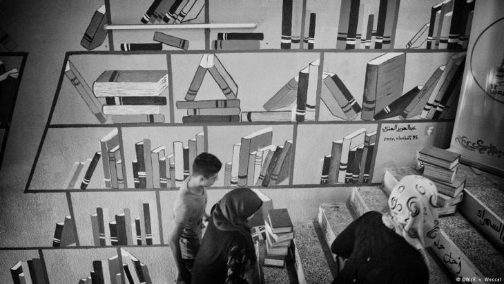 Wandmalerei in einem Buch-Café in Mossul; Foto: DW/E v. Wessel