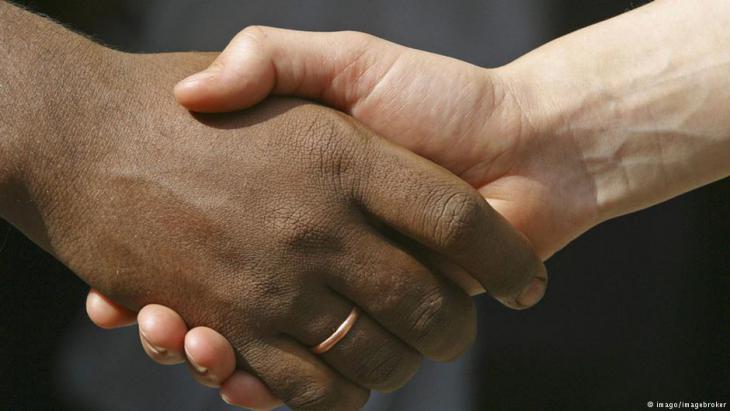 Händedruck (Symbolbild Vielfalt und Integration in Deutschland); Foto: imago/imagebroker