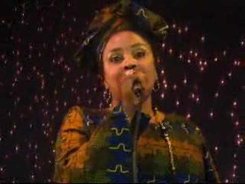 Die sudanesische Sängerin Hanan Bulubulu; Quelle: YouTube