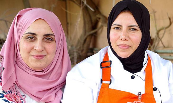 """""""Amal""""-Mitarbeiterinnen Oumaima Mhijir (l.) und Rachida Lazrak (r.); Foto: Claudia Mende"""