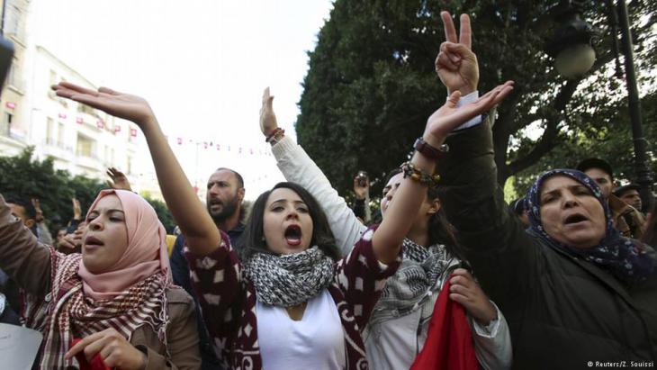 Protest von arbeitslosen Akademikerinnen in Tunis am 20. Januar 2016; Foto: Reuters/Zoubeir Souissi