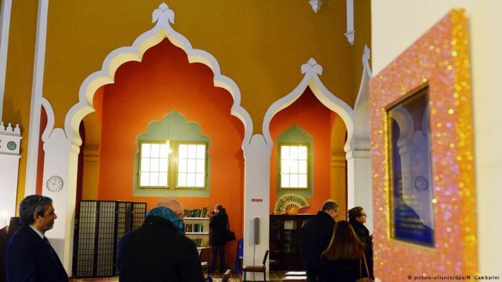 Innenraum der Lahore-Ahmadiyya-Moschee in Berlin; Foto: picture-alliance/dpa
