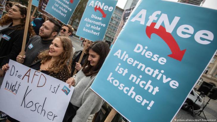 """Proteste in Frankfurt am Main gegen die Gründung der Vereinigung """"Juden in der AfD""""; Foto: picture-alliance/dpa"""