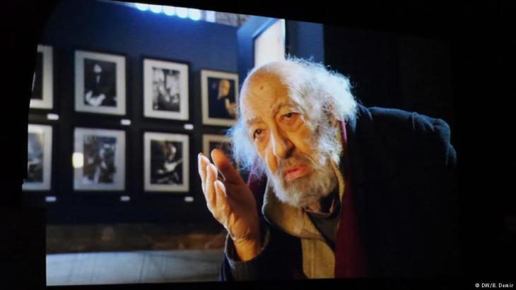 """Ara Güler 2016 bei der Uraufführung des Dokumentarfilms """"Ara Güler: A Legend of Istanbul"""" von Osman Okkan in Essen. Foto: DW"""