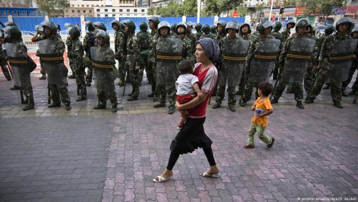 In Urumqi, der Provinzhauptstadt von Xinjiang, sind die Bewohner an den Anblick von viel Polizei