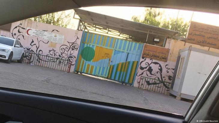 Eingang des Jugend-Gefängnisses in Erbil; Foto: Judit Neurink