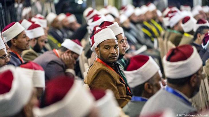 Sunnitische Gelehrte während einer Konferenz an der Al-Azhar in Kairo im Jahr 2014; Foto: Getty Images/AFP