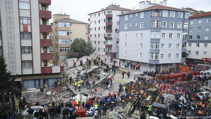 Eingestürztes Wohnhaus in Istanbul am 7. Februar 2019; Foto: picture-alliance/dpa