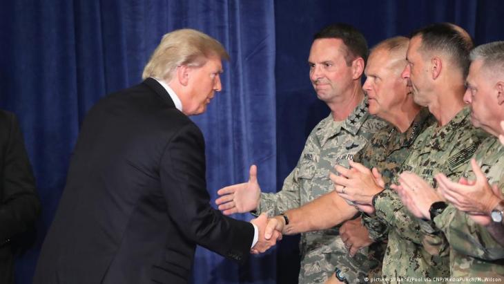 US-Präsident Donald Trump besucht hochrangige Vertreter des US-Militärs in Fort Meyer, Arlington; Foto: picture-alliance