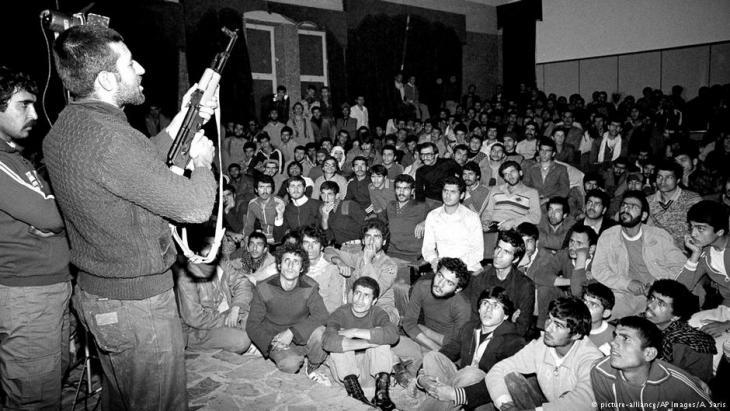 Iranische Studenten im Revolutionsjahr 1979; Foto: picture-alliance/AP