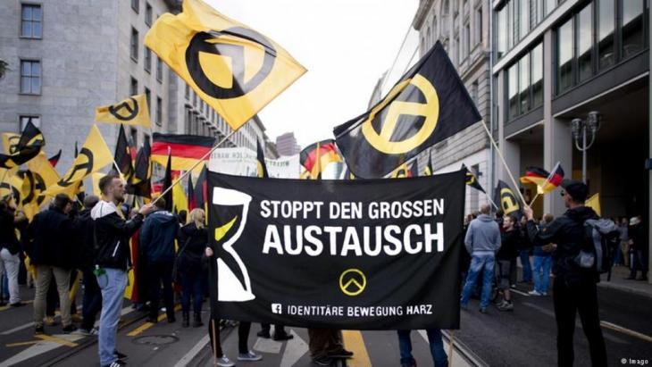 Mitglieder der Identitären Bewegung 2016 bei einer Demo in Berlin. Foto: Imago