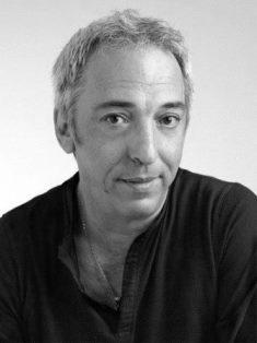 Der algerische Autor, Dramaturg und Musiker Aziz Chouaki; Quelle: Wikipedia