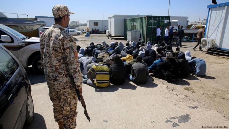 Gefangene Flüchtlinge in Libyen; Foto: picture-alliance/dpa