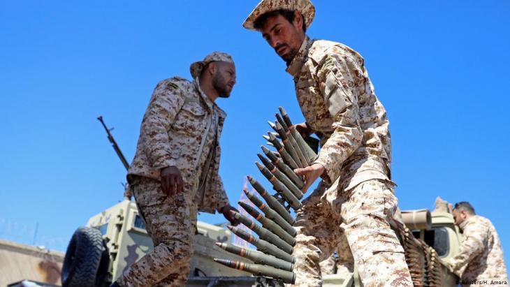 Milizionäre in Misrata zur Verteifigung der Regierung in Tripolis unter Ministerpräsident Fajis al-Sarradsch bei militärischen Operationen am 8. April 2019; Foto: Reuters/H. Amara