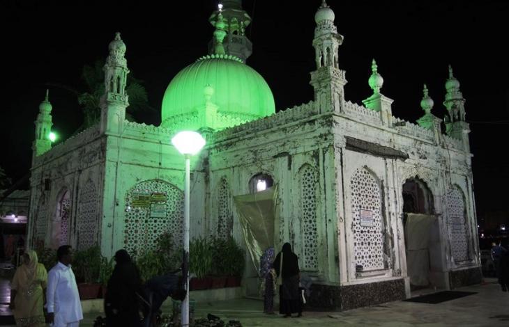 """""""Ein Ort des Friedens und der Schönheit"""" - der Sufi-Schrein Haji Ali Dargah, Bombay; Foto: Dominik Müller"""