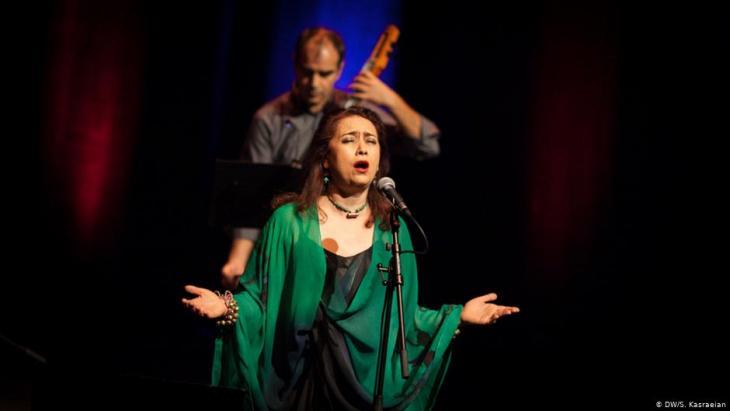 """Mamak Khadem & Ensemble während des """"New Sounds of Iran Festivals"""" im Jahr 2013 in der Kölner Philharmonie; Foto: DW/Shirin Kasraeian"""