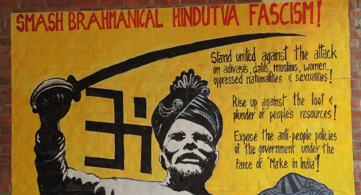 Wandmalerei an der Jawaharlal Nehru Universität in Neu Delhi: Narendra Modi vor Hakenkreuz auf Totenköpfen; Foto: Dominik Müller
