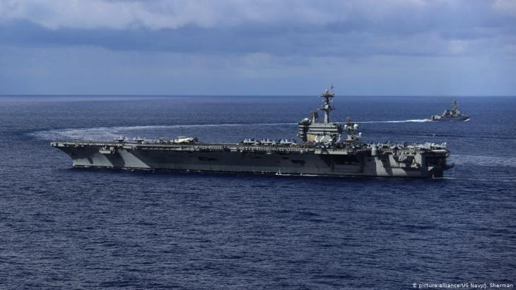 USS Abraham Lincoln; Foto: picture-alliance/US Navy/J. Sherman