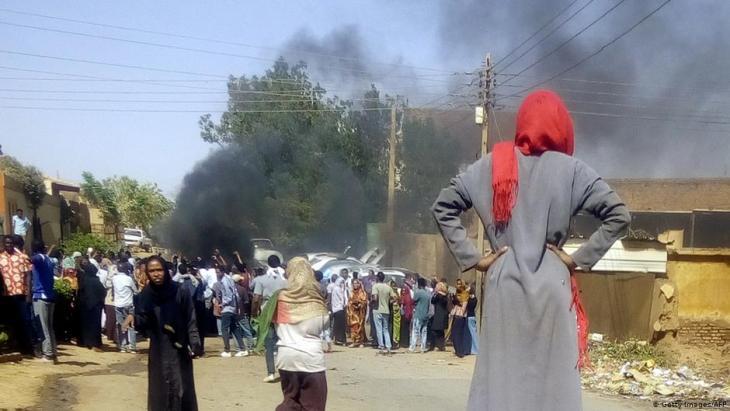 Frauen beteiligen sich an Protesten im sudanesischen Omdurman am 10.3.2019; Foto: Getty Images/AFP