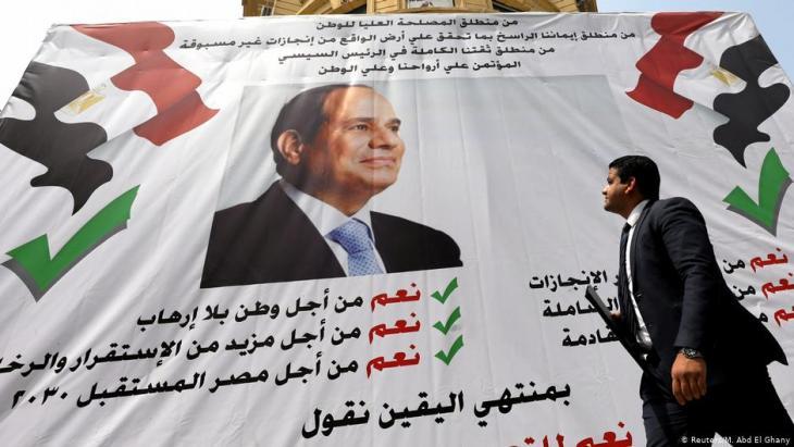 Plakataufruf zur Abstimmung für eine Änderung der ägyptischen Verfassung am 16. April 2019 in Kairo, Ägypten; Foto: Reuters/Mohamed Abd El Ghany