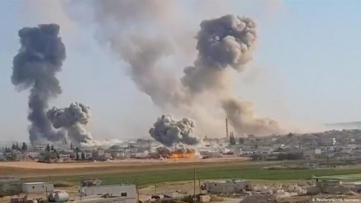 Bombardements in der Nähe der Ortschaft Khan al-Subul in der syrischen Provinz Idlib; Foto: Reuters/White Helmets
