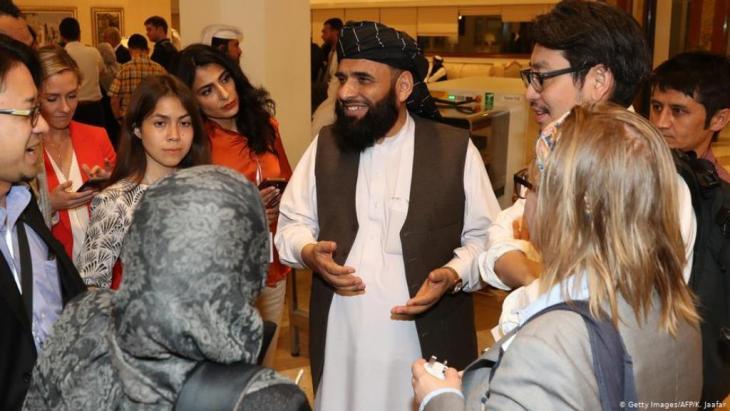 Sohail Shaheen, Vertreter der Taliban während der Gespräche in Doha; Foto: Getty Images/AFP/K. Jaafar