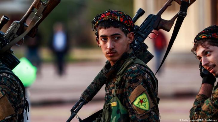 Einheiten der kurdischen YPG; Foto: Getty Images/AFP/D. Souleiman