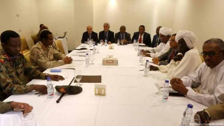 Verhandlungen zwischen Militär und Demonstranten in Khartum (am 3. Juli): Fahrplan für die politische Zukunft. (Foto: afp/Getty Images)
