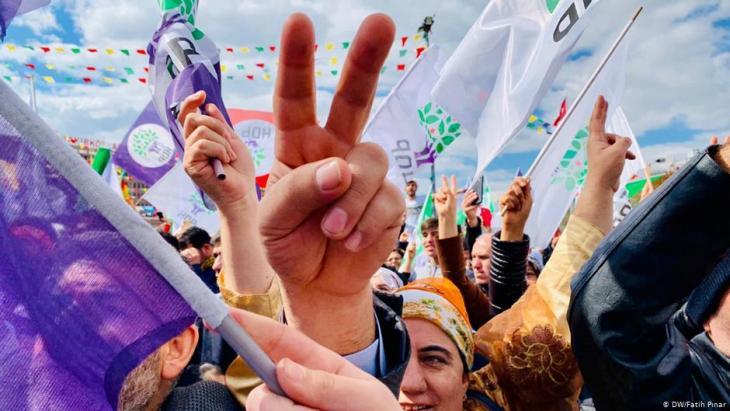 Anhänger der prokurdischen HDP feiern am 24.03.2019 in Istanbul das Newroz-Fest; Foto: DW/Fatih Pınar