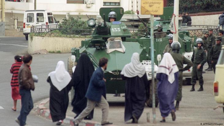 Militärs in Bab El-Oued, einem ärmeren Stadtteil Algiers, im Jahr 1992; Foto: AFP/Getty Images