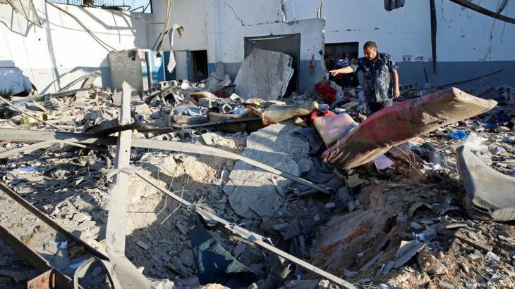 Nach dem Luftangriff auf das Tajoura-Flüchtlingslager; Foto: Reuters