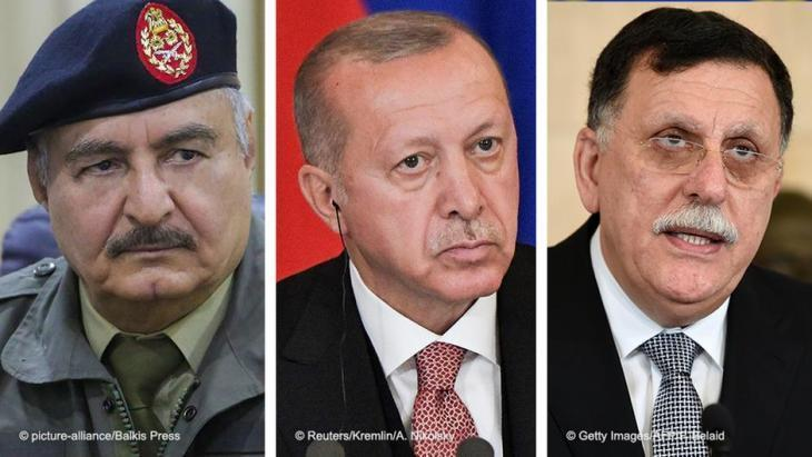 Der Chef der international anerkannten Regierung in Tripolis Fayiz as-Sarradsch, General Khalifa Haftar von der Libyschen Nationalarmee (LNA) und der türkische Präsident Erdogan.