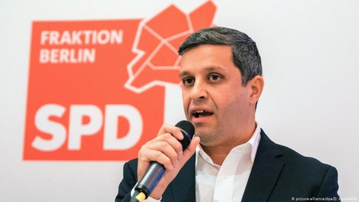 Der Berliner SPD-Fraktionsvorsitzende Raed Saleh spricht während einer Klausur der SPD-Fraktion des Abgeordnetenhauses von Berlin. Foto: dpa-Bildfunk/Daniel Bockwoldt