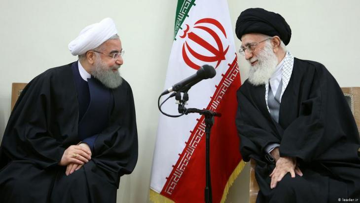 Irans geistliches Oberhaupt Ayatollah Ali Khamenei (r.) und Präsident Hassan Rohani; Foto: leader.ir