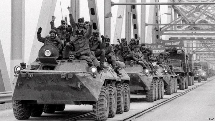 Abzug der letzten sowjetischen Einheiten aus Termez, Afghanistan am 15. Februar 1989; Foto: AP