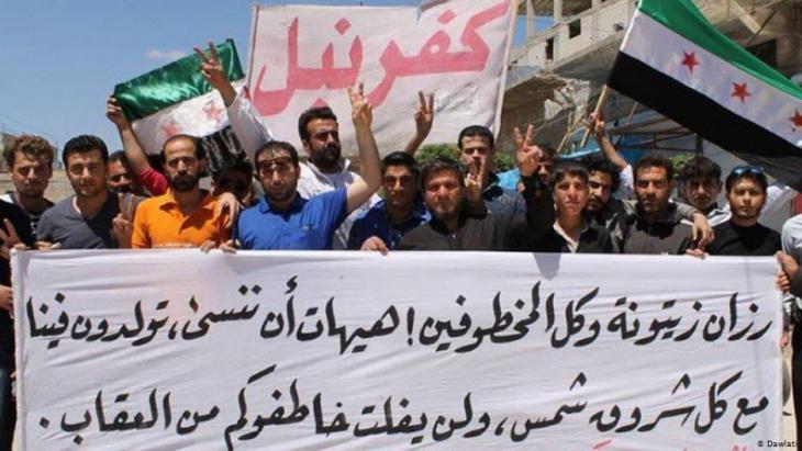 Syrische Demokratieaktivisten aus der nordsyrischen Kleinstadt Kafranbel in der Provinz Idlib; Foto: Dawlati