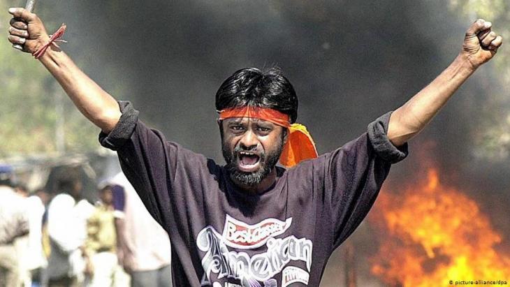 Hindu-Fanatiker bei anti-muslimischen Ausschreitungen in Sahapur am 28. Februar 2002; Foto: picture-alliance/dpa
