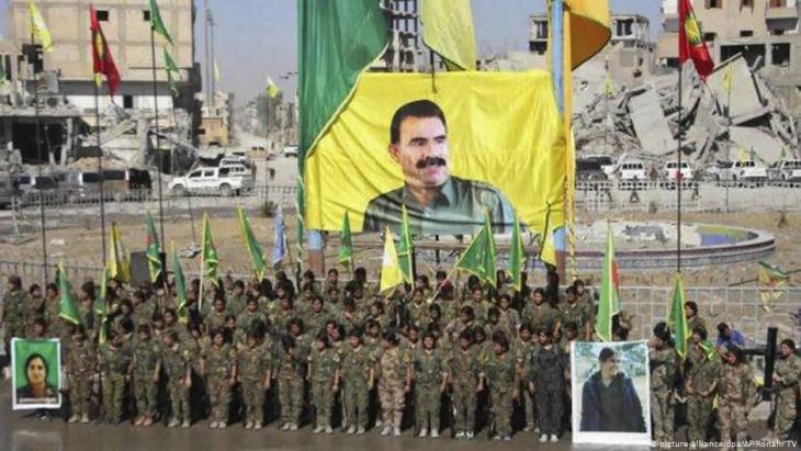 Kurdische Frauenmiliz der YPG im syrischen Al-Rakka, Foto: Ronahi TV/dpa