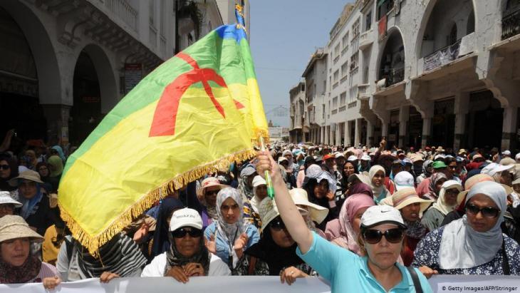 Proteste der Imazighen für kulturelle Anerkennung in Marokko am 11. Juni 2017 in Rabat; Foto: Getty Images/AFP