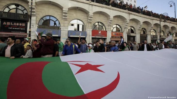 Proteste gegen die Regierung in Algier am 1.11.2019; Foto: picture-alliance/B. Bensalem