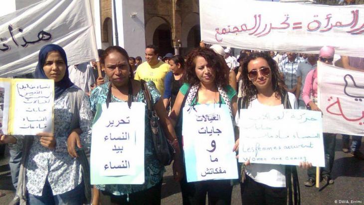 Frauenaktivistinnen demonstrieren für Gleichberechtigung in der marokkanischen Hauptstadt Rabat; Foto: DW