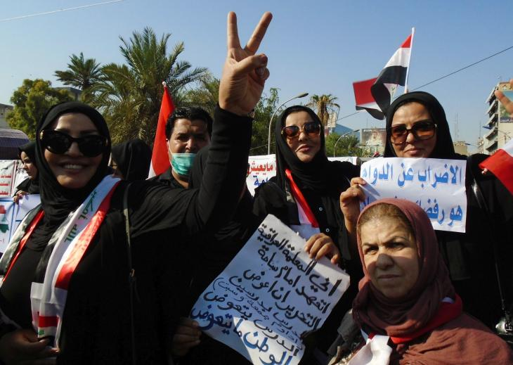 Irakische Lehrerinnen demonstrieren auf dem Tahrir-Platz in Bagdad, Irak; Foto: Birgit Svensson