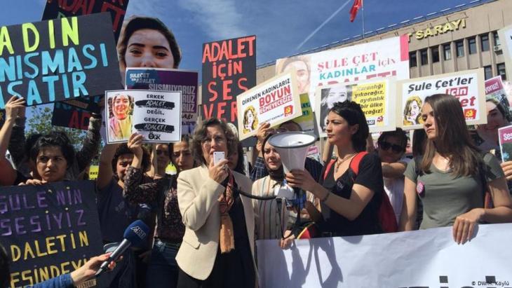Empörung über die Vertuschung des Mordes an Sule Cet - Proteste von Frauenrechtsgruppen in Ankara; Foto: DW