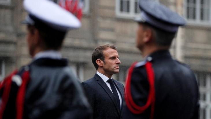 Frankreichs Präsident Emmanuel Macron während einer Trauerfeier für die vier ermordeten Polizisten; Foto: Reuters