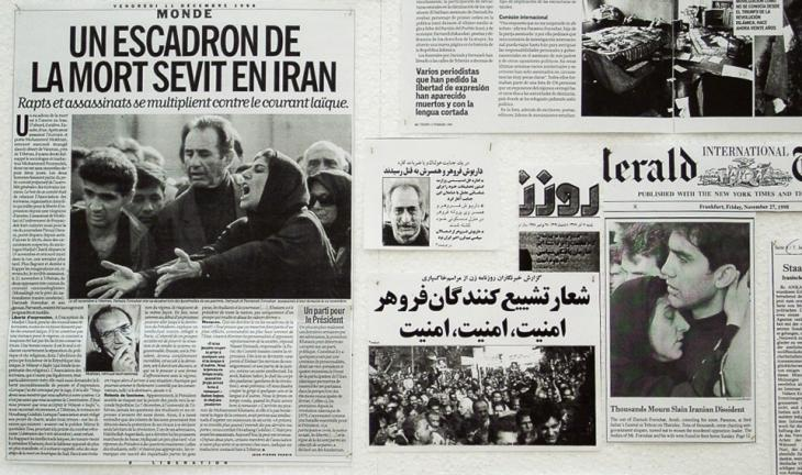 Internationale Zeitungsberichte dokumentieren den politischen Mord am Ehepaar Forouhar im Herbst 1998 im Iran; Quelle: parastou-forouhar.de