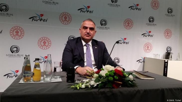 Kultur- und Tourismusminister Mehmet Nuri Ersoy auf der ITB in Berlin im Jahr 2019; Foto: DW