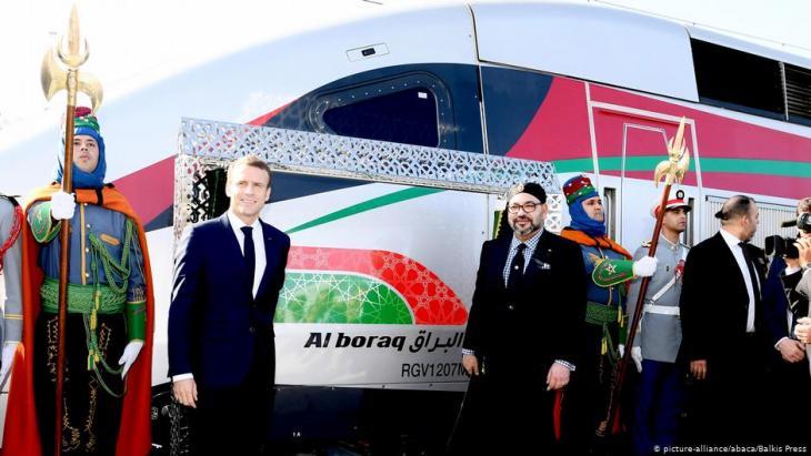 """Marokkos König Mohammed VI. und Frankreichs Präsident Emmanuel Macron bei der Einweihung des Hochgeschwindigkeitszug """"Al Boraq"""" in Tanger am 15. November 2018; Foto: Balkis Press/ABACAPRESS.COM"""