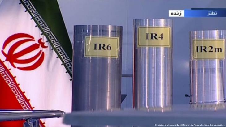 Drei Zentrifugen in der Atomanlage von Natanz, einer iranischen, kerntechnischen Anlage zur Anreicherung von Uran; Foto: picture-alliance/dpa